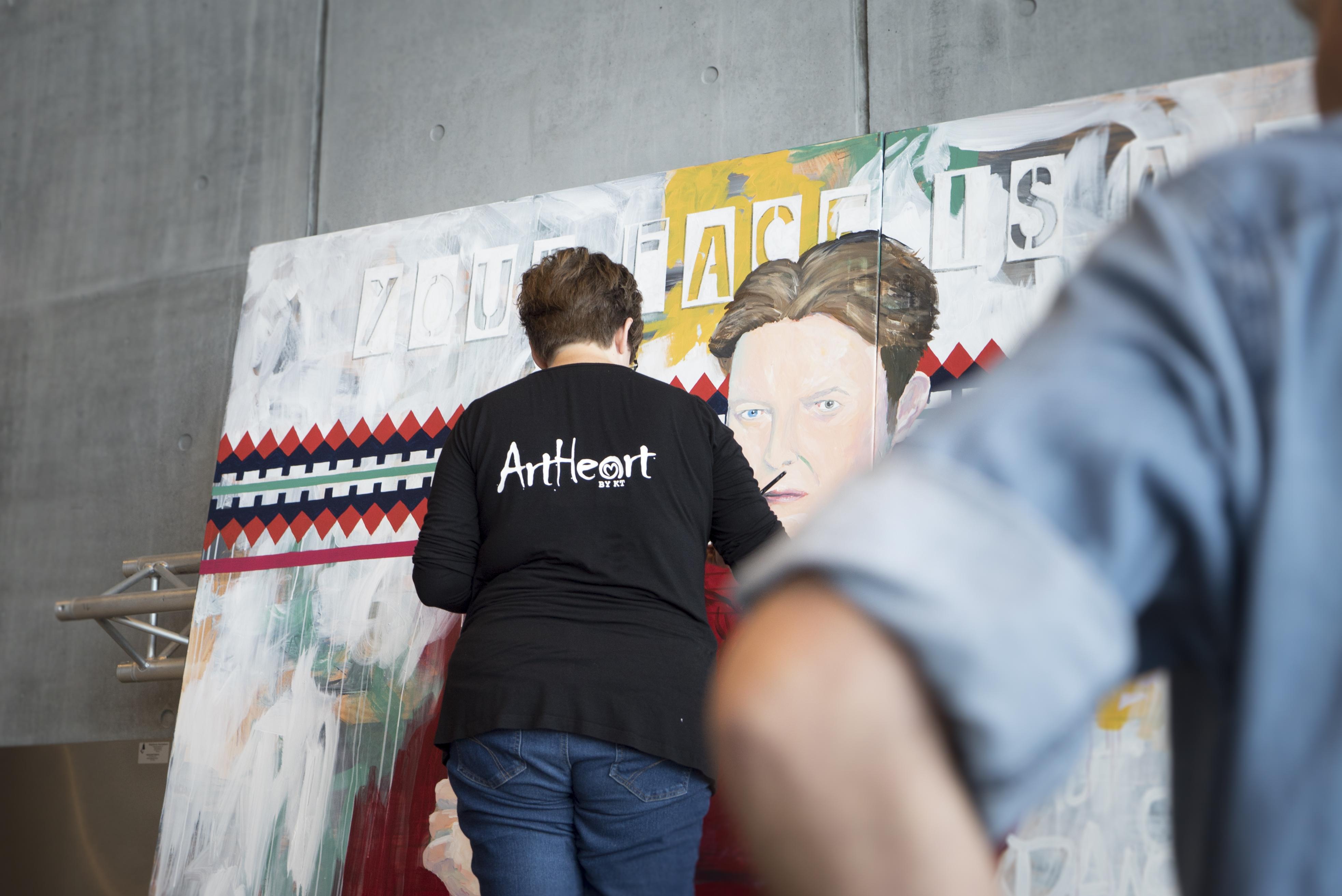 David Bowie maleri på DOKK1 i Århus under udførelse
